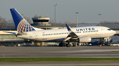 N15712 - Boeing 737-724 - United Airlines
