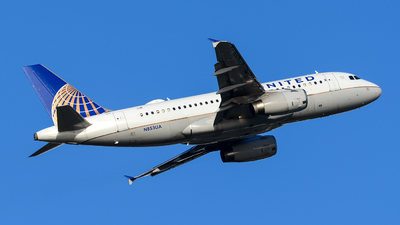 A picture of N853UA - Airbus A319131 - United Airlines - © Chung Kwok