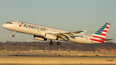 A picture of N916US - Airbus A321231 - American Airlines - © Stephen J Stein