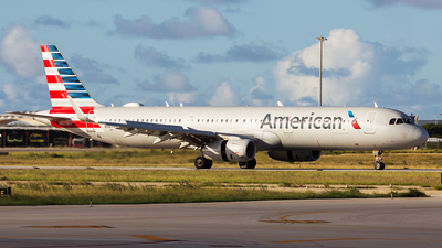 A picture of N987AM - Airbus A321231 - American Airlines - © Hensley Garcia