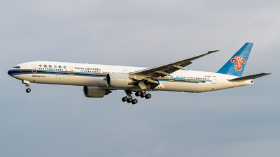 A picture of B7588 - Boeing 77731B(ER) - China Southern Airlines - © Deutsch lighting II