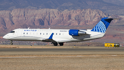 A picture of N443SW - Mitsubishi CRJ200LR - United Airlines - © David Lee