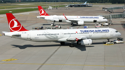 A picture of TCJRE - Airbus A321231 - Turkish Airlines - © Florian Resech
