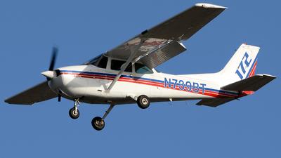 A picture of N739BT - Cessna 172N Skyhawk - [17270419] - © Khoa Vu