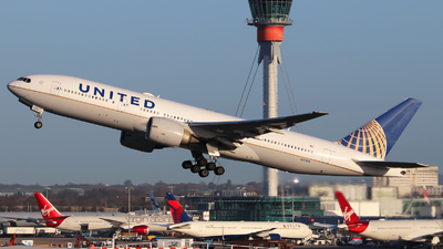 N57016 - Boeing 777-224(ER) - United Airlines