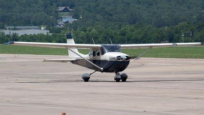 A picture of N46668 - Cessna 172K Skyhawk - [17257422] - © Brady Brooks