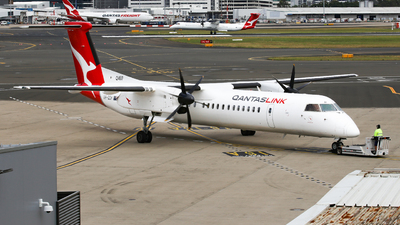 A picture of VHQOH - De Havilland Canada Dash 8400 - Qantas - © Haozhe Peng