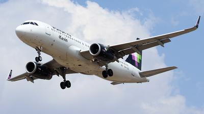 XA-VLE - Airbus A320-233 - Volaris