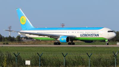 A picture of UK67003 - Boeing 76733P(ER) - Uzbekistan Airways - © Vitaly Revyakin
