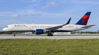 A picture of N693DL - Boeing 757232 - Delta Air Lines - © Eric Graf