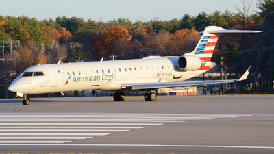A picture of N713SK - Mitsubishi CRJ701ER - American Airlines - © Jake Sevigny - kmht.jake