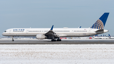 A picture of N75851 - Boeing 757324 - United Airlines - © bill wang