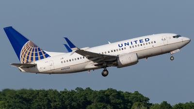 N25705 - Boeing 737-724 - United Airlines