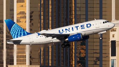 A picture of N878UA - Airbus A319132 - United Airlines - © William Nolasco