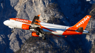 A picture of GEZTT - Airbus A320214 - easyJet - © James Rowson