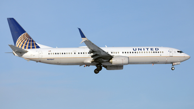 A picture of N69847 - Boeing 737924(ER) - United Airlines - © Len Schwartz