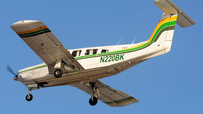 A picture of N220BK - Piper PA32RT300 - [32R7985102] - © Alexander Portas