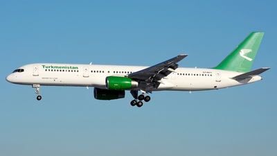 A picture of EZA011 - Boeing 75722K - Turkmenistan Airlines - © Fedor Kabanov