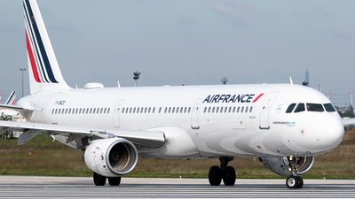 A picture of FGMZD - Airbus A321111 - Air France - © Gilles Ferne