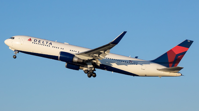 A picture of N1609 - Boeing 767332(ER) - Delta Air Lines - © Stephen J Stein