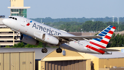 A picture of N817AW - Airbus A319132 - American Airlines - © Steve Rinde