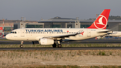 TC-JLY - Airbus A319-132 - Turkish Airlines