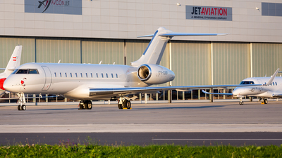 OY-GMF - Bombardier BD-700-1A10 Global Express - ExecuJet Europe