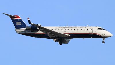 A picture of N437AW - Mitsubishi CRJ200LR - United Airlines - © Joe Osciak