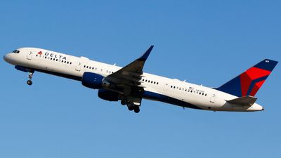 A picture of N819DX - Boeing 75726D - Delta Air Lines - © Alec Mollenhauer