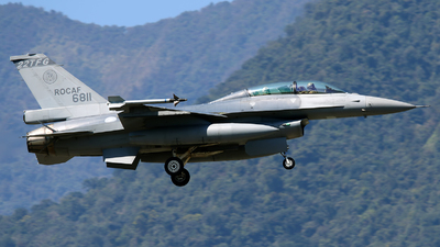 6811 - General Dynamics F-16BM Fighting Falcon - Taiwan - Air Force