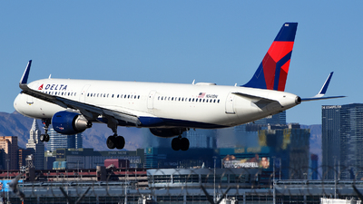 A picture of N341DN - Airbus A321211 - Delta Air Lines - © Rocky Wang