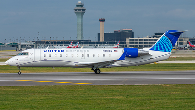 A picture of N913EV - Mitsubishi CRJ200LR - United Airlines - © Miles Aronovitz