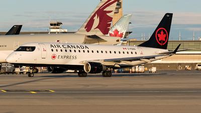 A picture of CFEKS - Embraer E175SU - Air Canada - © MingyaoLeonardo