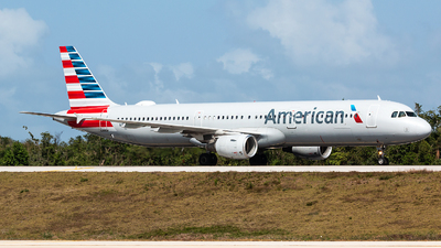 A picture of N150UW - Airbus A321211 - American Airlines - © Tomasz Kozakowski
