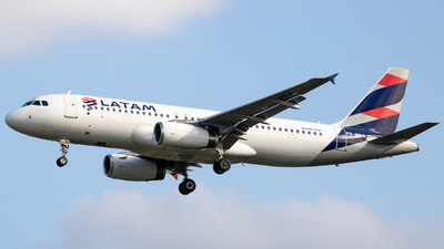 A picture of PRMBA - Airbus A320232 - LATAM Airlines - © Felipe Oliveira - oliver_spotting