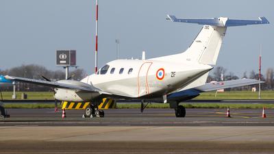 090 - Embraer EMB-121 Xingú - France - Air Force