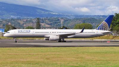 N57862 - Boeing 757-33N - United Airlines