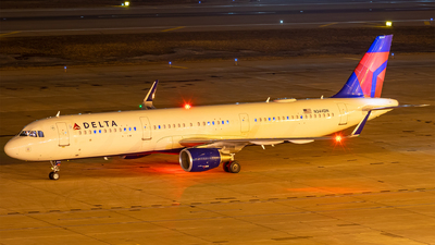 A picture of N344DN - Airbus A321211 - Delta Air Lines - © Mateo Skinner