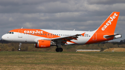 A picture of GEZAB - Airbus A319111 - easyJet - © Dave Potter