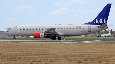 LN-RCY - Boeing 737-883 - Scandinavian Airlines (SAS)