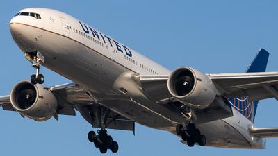 N78003 - Boeing 777-224(ER) - United Airlines