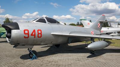 948 - Mikoyan-Gurevich MiG-17PF Fresco D - Poland - Air Force
