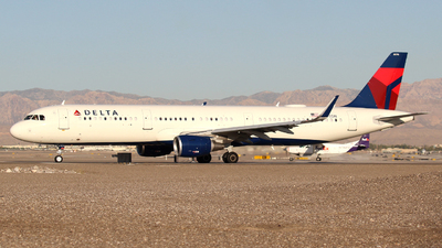 A picture of N370DN - Airbus A321211 - Delta Air Lines - © Guy Langlois