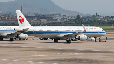 A picture of B1637 - Airbus A321213 - Air China - © Dabbio