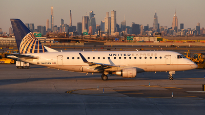 A picture of N652RW - Embraer E170SE - United Airlines - © Rocky Wang