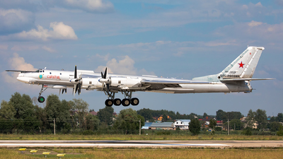 RF-94128 - Tupolev Tu-95 Bear - Russia - Air Force