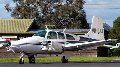 VH-UAJ - Beechcraft E95 Travel Air - Private