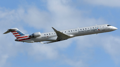 A picture of N561NN - Mitsubishi CRJ900LR - American Airlines - © DJ Reed - OPShots Photo Team