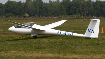 A picture of PH1363 - RolladenSchneider LS4b - [4922] - © BaszB