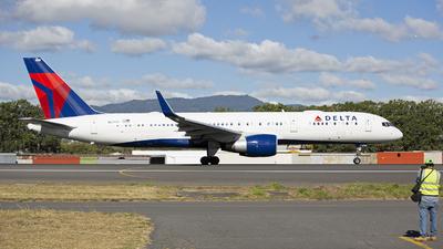N6700 - Boeing 757-232 - Delta Air Lines
